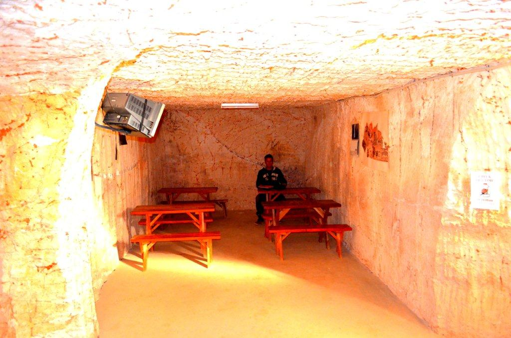 Coober Pedy - our camp site TV room