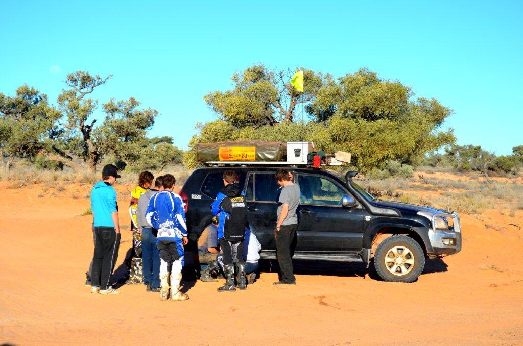 Simpson Desert support crew